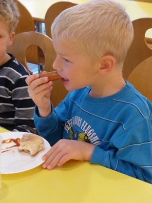 Christbaumschmücken_Kindergarten_Höhenrainer