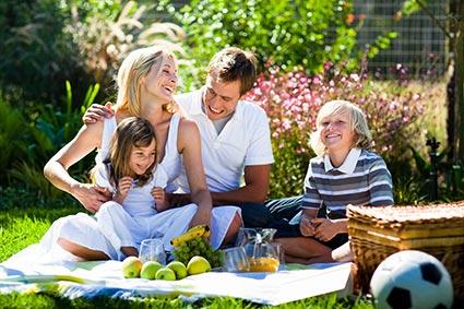Höhenrainer-Delikatessen-Menschen-Familie-Picknick