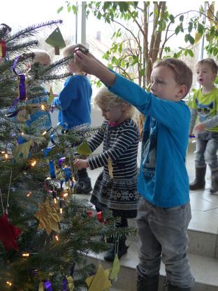 Christbaumschmücken_Kindergarten_Höhenrainer_2