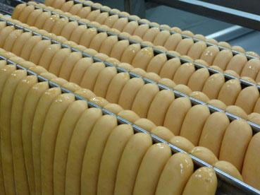 Höhenrainer-Delikatessen-Putenwurst-Pute-Produktion-Wuerstchen-Stange